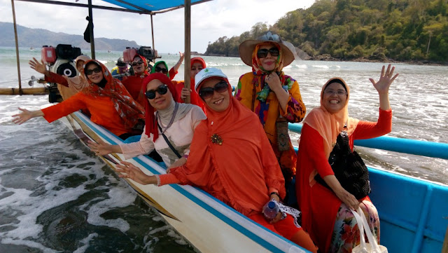 paket wisata banyuwangi 3h2m - Kapal Boat Teluk Hijau
