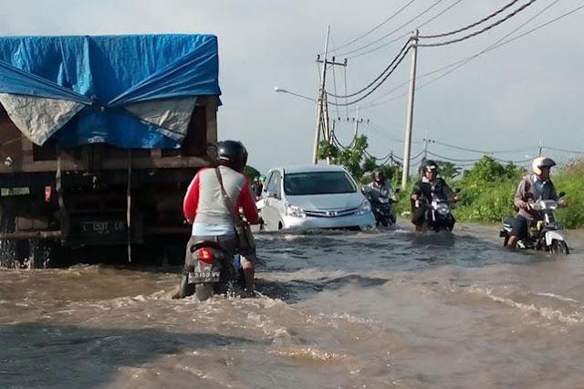 Banjir Tutup Jalur Utama, Kawasan Industri di Gresik Lumpuh