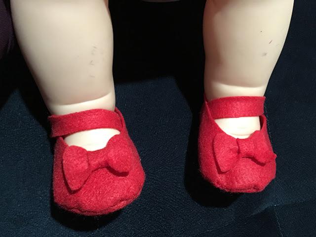 Sapatinhos retrô de feltro feitos para boneca Meu Bebê