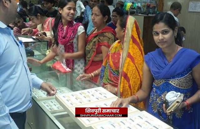 धनतेरस पर बाजार में जमकर बरसा धन,15 करोड़ से अधिक के व्यापार का अनुमान | Shivpuri News