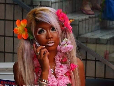 Zu viel Bräunungscreme lustige Mädchen Bilder Schminke