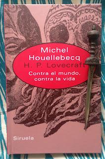 Portada del libro H. P. Lovecraft. Contra el mundo, contra la vida, de Michel Houellebecq