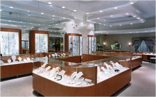 Jewelry display an effective way to attract jewelry buyers.