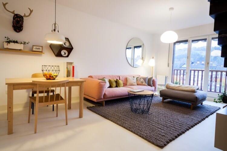 piso viejo reformado salón de estilo nórdico