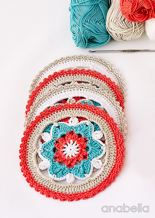 Easy crochet project: coasters (photo by: Anabelia) | Happy in Red