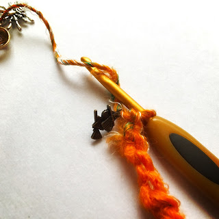 Guild by POD ハロウィンモチーフの毛糸とチャームでブレスレットの作り方