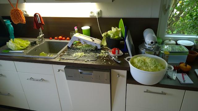 Küche beim Krauthobeln (c) by Joachim Wenk