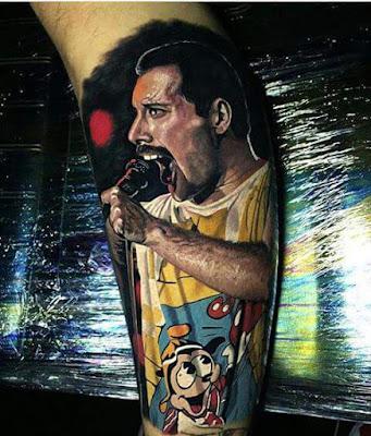 Tatuaje realista de Freddie Mercury