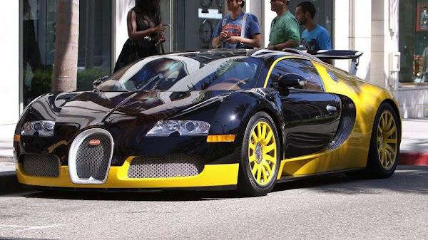 Bugatti Veyron'un Kızlar Üzerindeki Etkisi