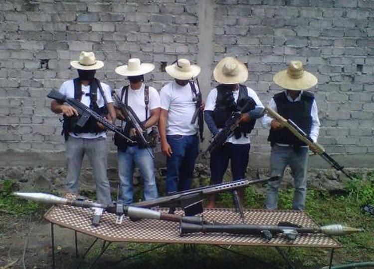 """""""Los Blancos de Troya"""", las """"autodefensas"""" al servicio de """"Los Viagras""""."""