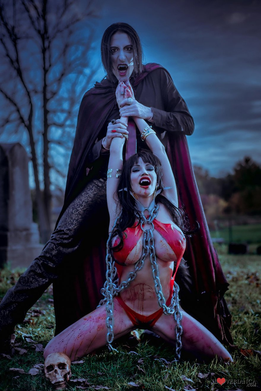 Cosplay Vampirella 'Bianca Beauchamp' Vs. Dracula, posted on Tuesday, 17 July 2018