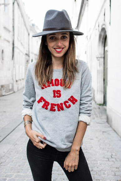 https://prettywire.fr/pulls-gilets-doudou/2995387-sweat-gris-amour-is-french.html