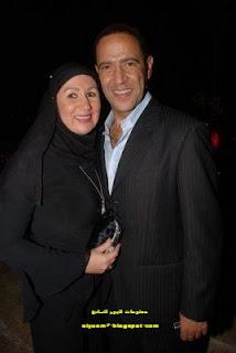 صورة الفنان أشرف عبد الباقي وزوجته