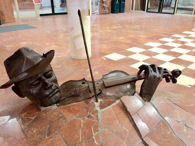 the fiddler sculpture