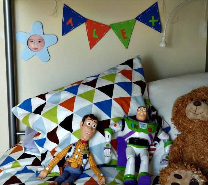 Guirnalda goma EVA o foami para la habitación de los niños. Manualidad para niños