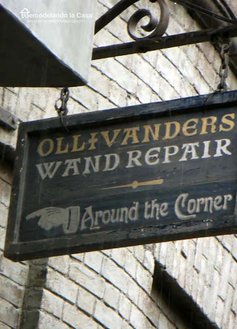 Magic Wand sign for Halloween - black - Around the Corner