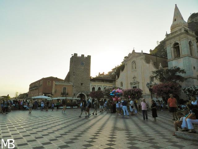piazza centrale taormina sicilia