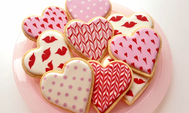 icing for cookies, frosting for cookies, cookie decorating ideas, valentine cookies, heart cookies, ideas for valentines day, valentines ideas, valentines day 2017, valentine special