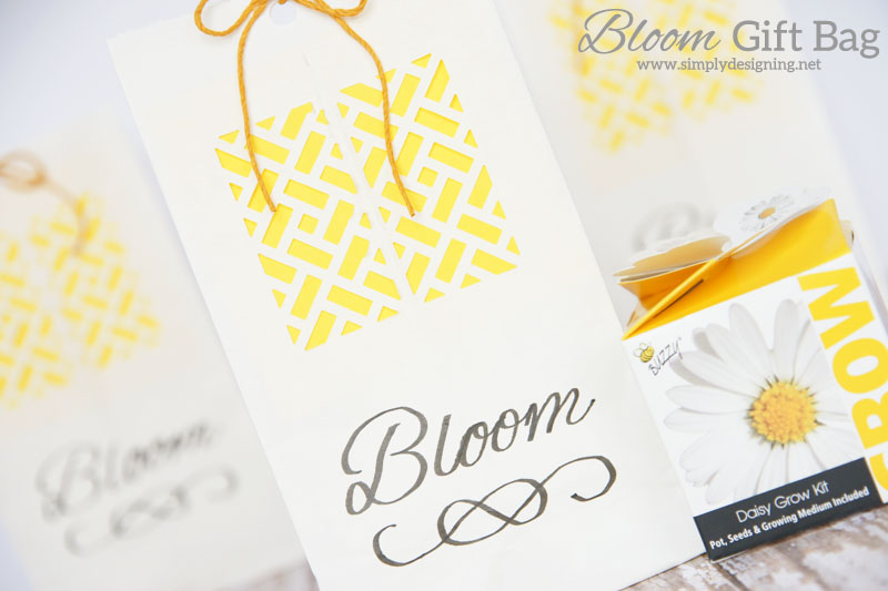 DIY Bloom Gift Bags   a perfect simple homemade gift bag for a spring gift, wedding favor, baby shower favor or even a wedding gift   #wedding #spring #gift #handmadegift #flowers #babyshower #teacherappreciation