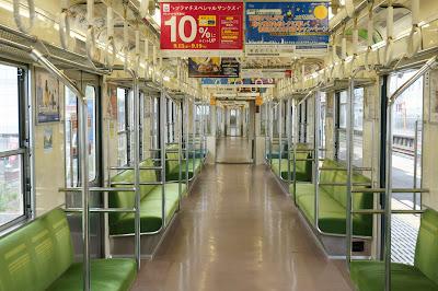 東武鉄道8000系ワンマン車の車内