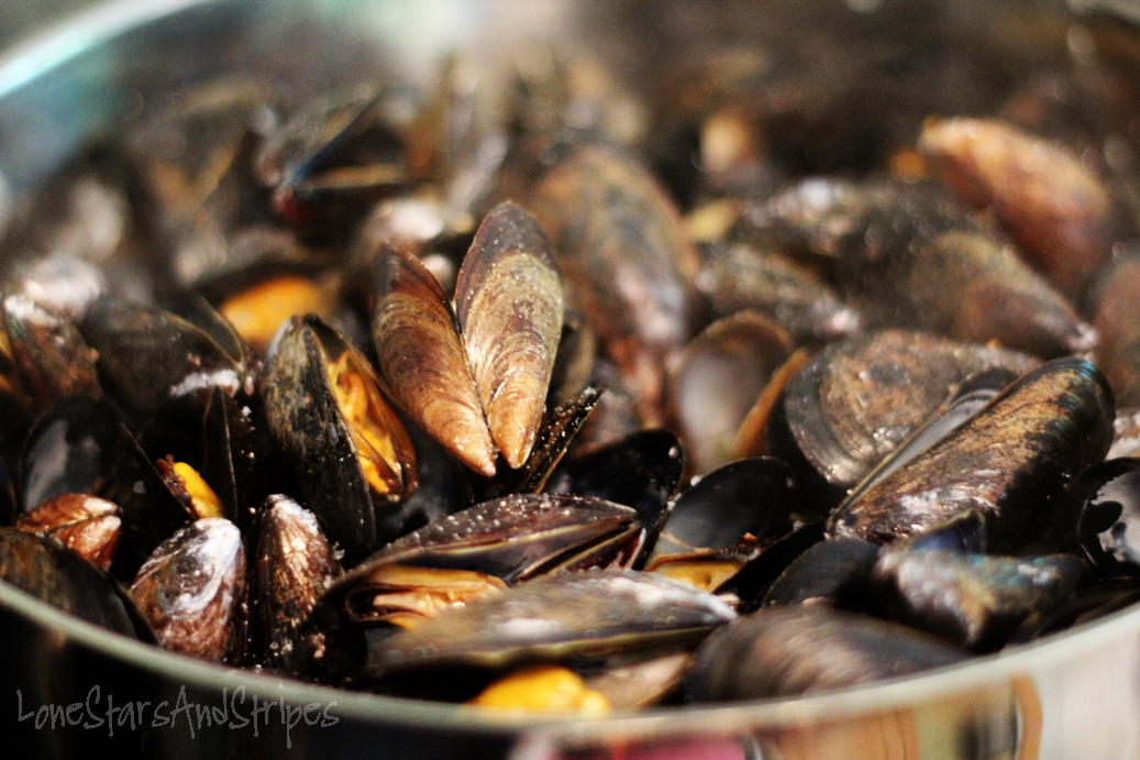 Lone Stars and Stripes: { mussels in garlic-butter white ...