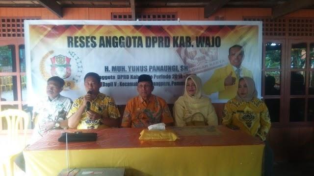 Ini Bantuan  Ketua DPRD Kabupaten Wajo  Pada Reses Di Kecamatan Sabbangparu
