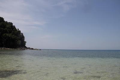 Air laut yang terlihat sampai didasar Pulau Talang Talang