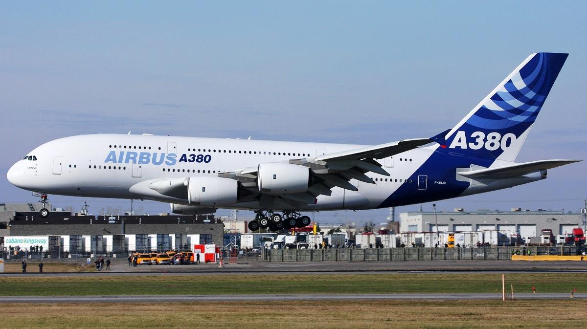 Airbus A380 Low Level Flight - AERONEF.NET