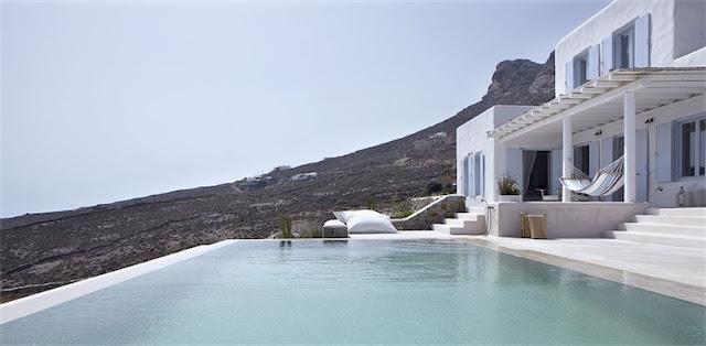 piscina casa en mykonos chicanddeco