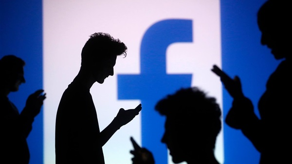 المراهقون البريطانيون يقضون أكثر من 9 ساعات يوميًا في التواصل الاجتماعي