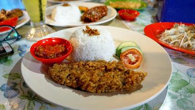 Ayam Katsu warong Kak Ros di Sintang