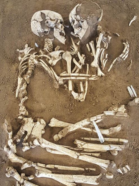 Skeletons Embracing Each Other for 6,000 Years Have Been Found in Italy!