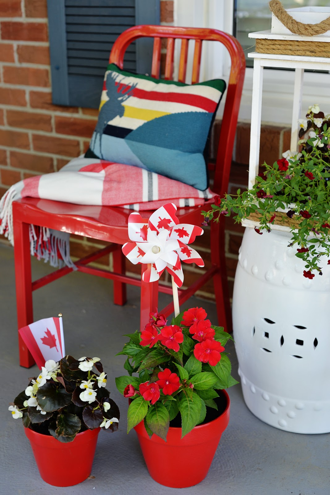 Canada Day red and white porch decorations | Ramblingrenovators.ca
