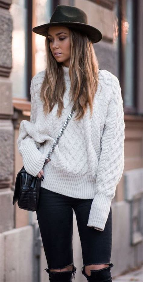 simple outfit idea : hat + knit sweater + crossbody bag + black skinny jeans