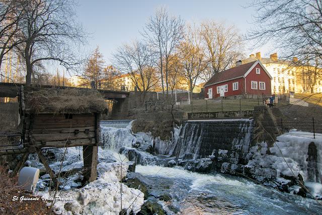 Casita roja de Hønse-Lovisa, Akerselva - Oslo por El Guisante Verde Project