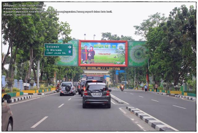 Gamabar pemandangan di jalanraya di Kota Medan.