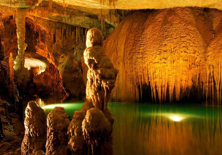 Balancanche Mağarası, Mayaların kutsal kabul ettikleri bir bölgede yer almaktadır.