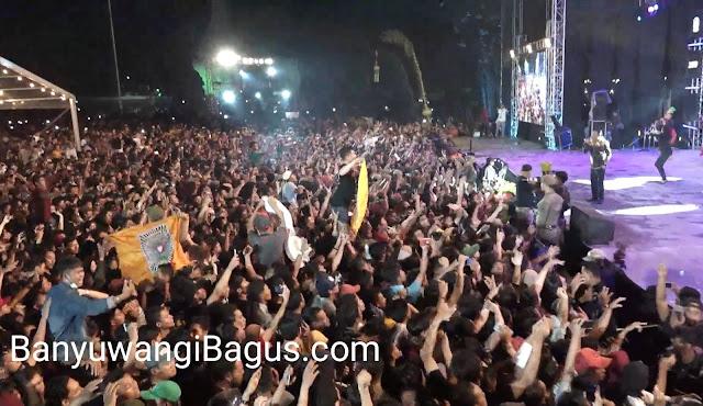 Penonton konser Didi Kempot di Banyuwangi.
