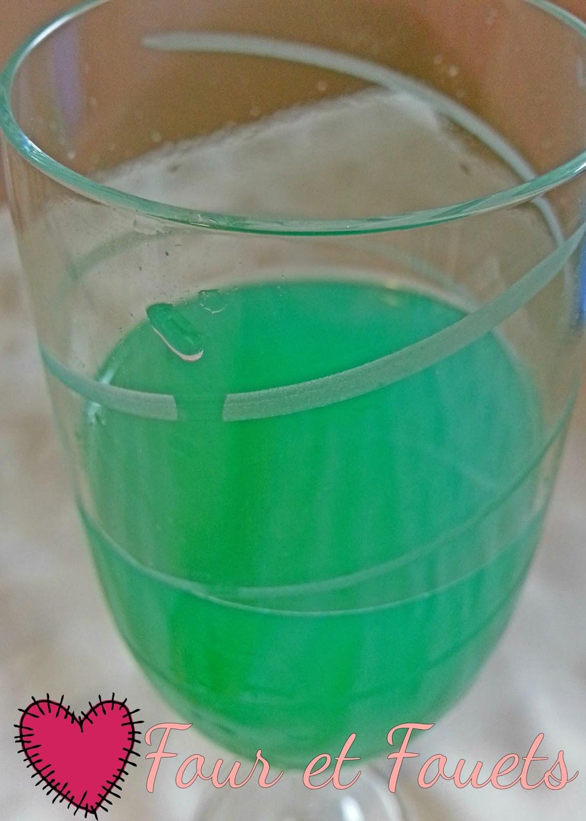 four et fouets pour sara lagon bleu p 39 tit drink du dimanche soir. Black Bedroom Furniture Sets. Home Design Ideas