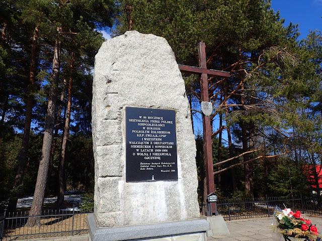 Obelisk na Przełęczy Rydza Śmigłego