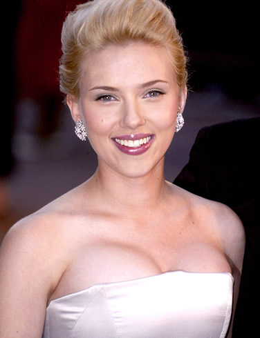 Scarlett Johansson é eleita a dona do corpo ideal