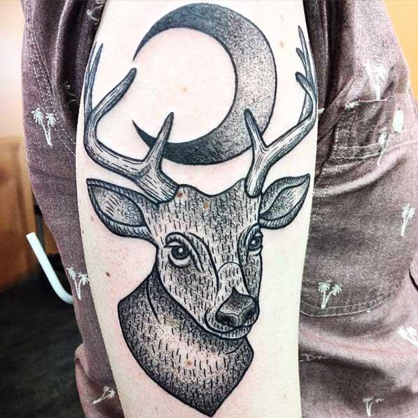 ay ve geyik dövmesi