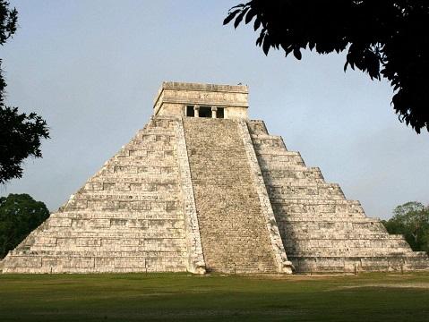 Un passage caché découvert sous un ancien temple maya