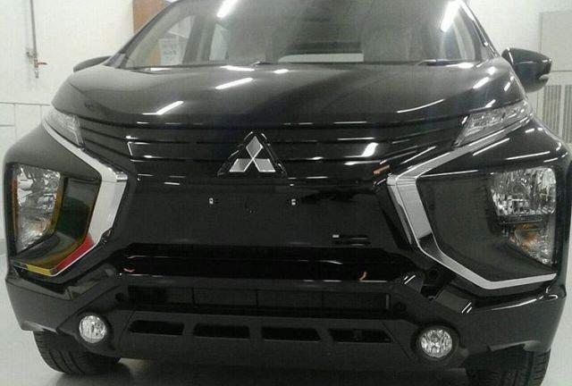 Mitsubishi-Expander-Depan-Hitam