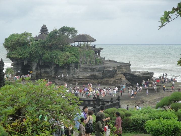 Tanah Lot Bali Hindu Sea Temple with Sunset - Bali, Holidays, Tours, Attractions, Holy Places, Temples, Hindu, Sunset, Sightseeing, Trip, Tips, Pura Tanah Lot on the big sea stone with Sunset, Alas Kedaton Sacred Monkey Forest, Taman Ayun Mengwi Royal Temple