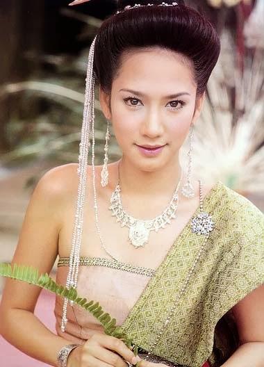 ทรงผมเจ้าสาวชุดไทย
