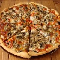 http://smakmojegodomu.blogspot.com/2018/01/pizza-z-sosem-pomidorowym-i-pieczarkami.html