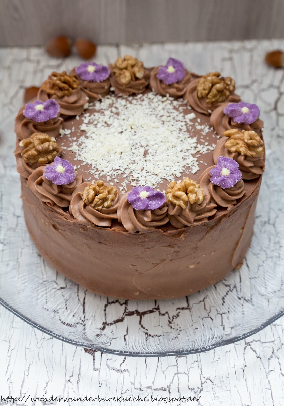 Kleine Kuchen Nussschichttorte Mit Buttercreme Und Marzipan