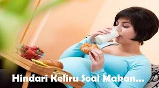 Ternyata hingga sekarang masih saja ada orang melakukan kebiasaan yang keliru soal makan dalam kehidupan sehari-harinya.