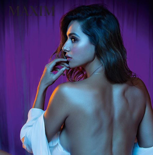 Shibani redefined hotness with her bold backless photo shoot.